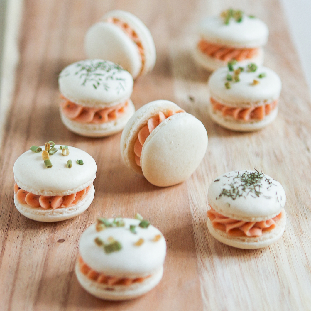 Smoked salmon macarons thirsty for tea for Canape de salmon